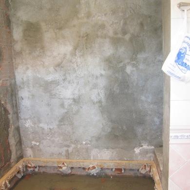 preparant paret dutxa