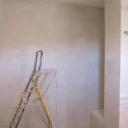 enrajolant paret dutxa