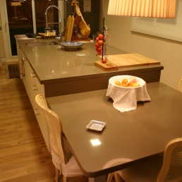 illa cuina amb taula
