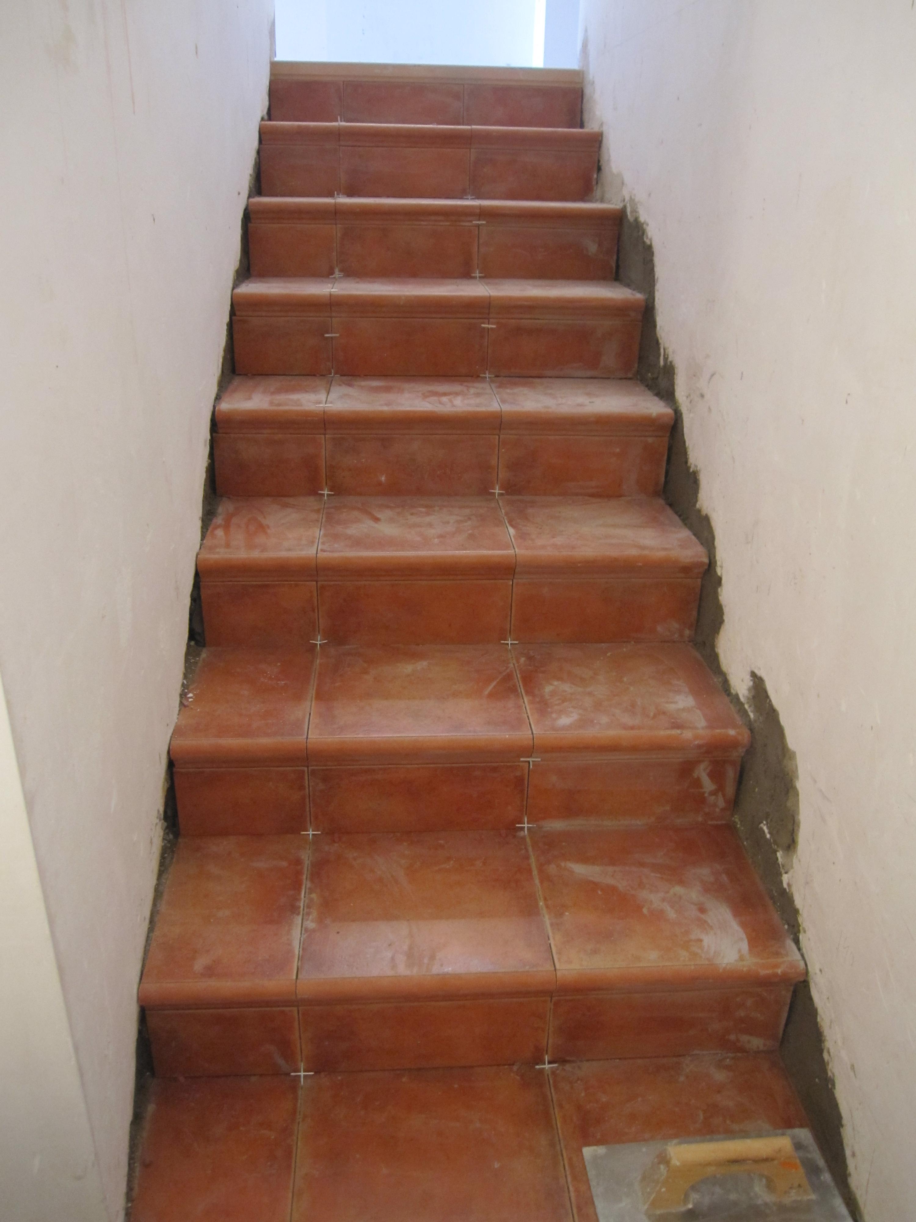Escalera r stica con gres obres i reformes alella - Gres para escaleras ...