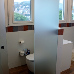 Aqui es veu perfectament el tancament per wc, per donar més intimitat respecta al resta del bany.